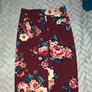 Dresses & Skirts - Floral tight fit skirt